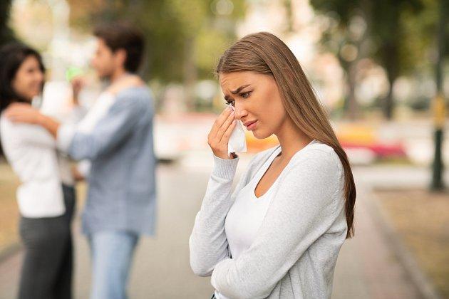 Como actuar si ves a tu ex con otro